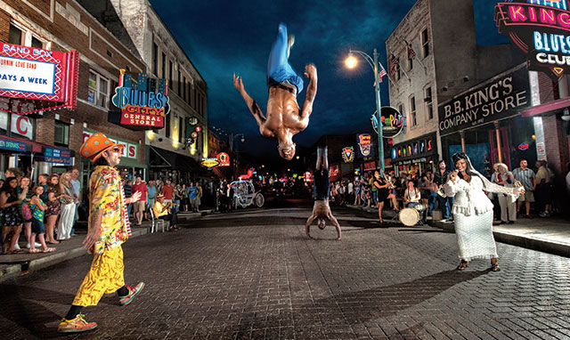 Beale_Street_at_Night_with_Flippers