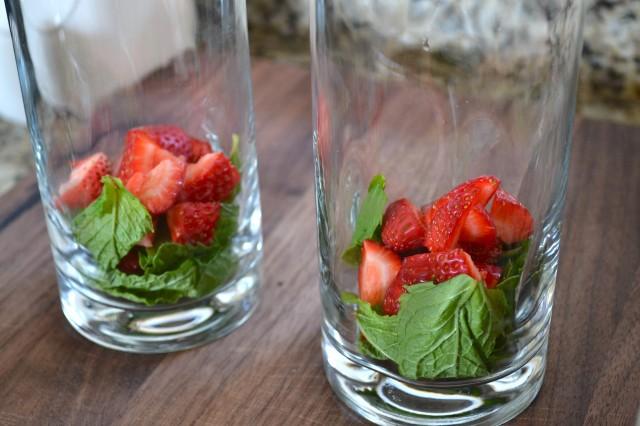 Skinny Strawberry Mint Mojito