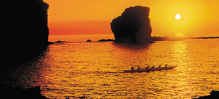 Sweetheart Rock is the setting for one of Hawai'i's most enduring legends.