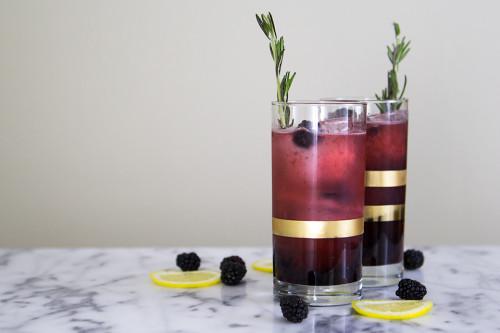 blackberry-lemonade-gin-fizz