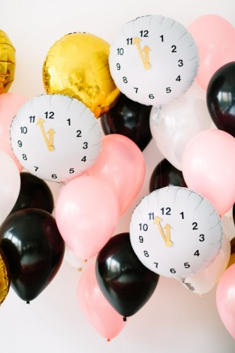 DIY-Clock-Balloons-for-New-Years-Eve4-600x900