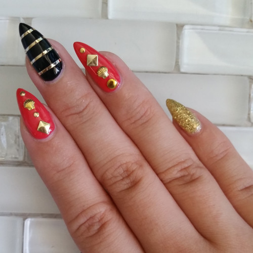 gold accent nails - 2