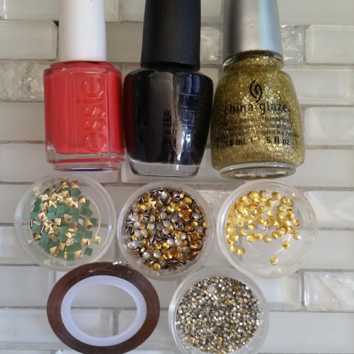 gold accent nails - materials