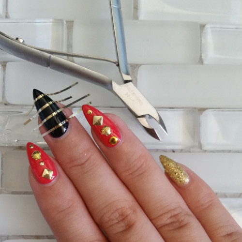 gold accent nails - step 3