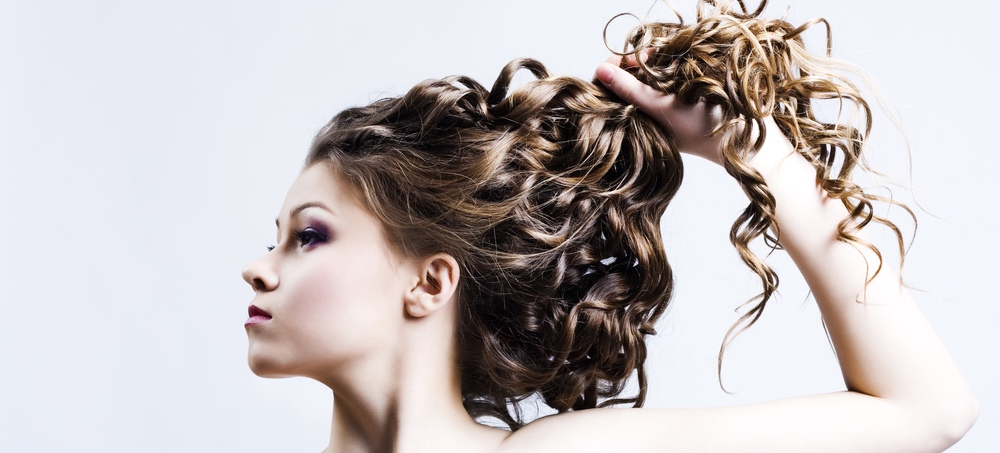 Curling Wand VS Curling Iron: What's the Difference?