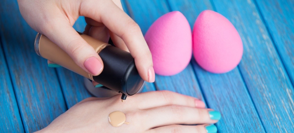 Video: The Proper Way to Use Your Beautyblender Sponge
