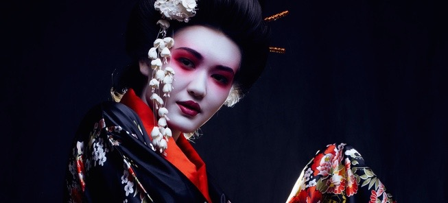 Inside the Fascinating Beauty Routine of Modern Geishas