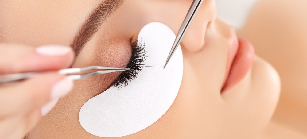 What It's Like to Have Eyelash Extensions for Years