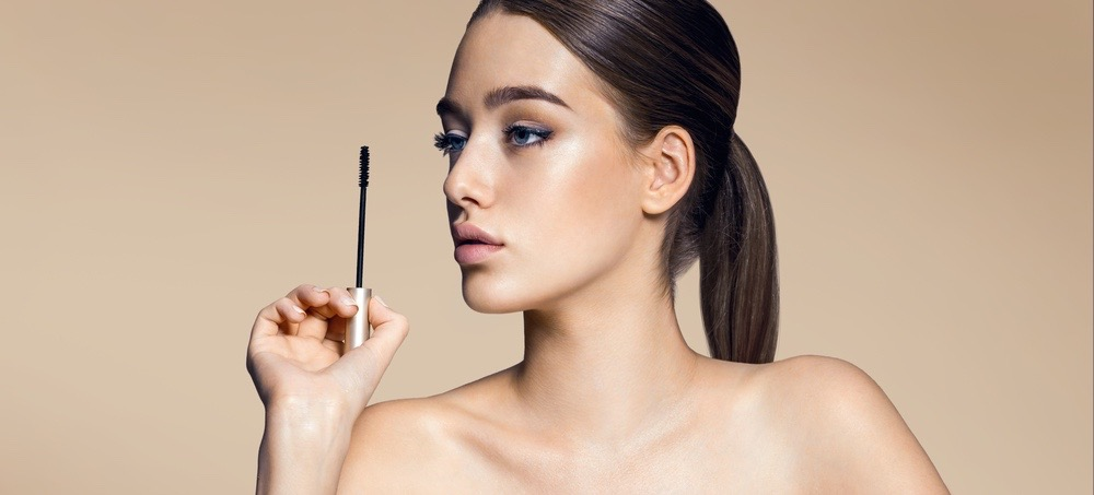 How to Touch Up Your Mascara Without Clumps