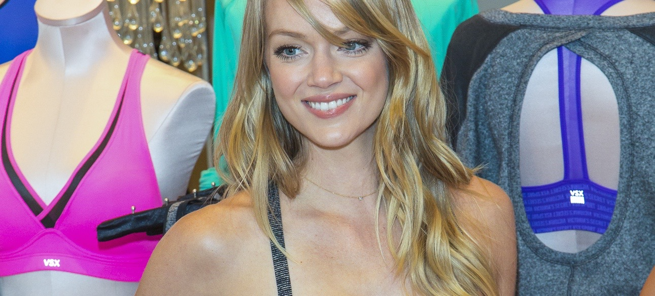 Lindsay Ellingson's 5-Minute Yoga Routine in GIFs