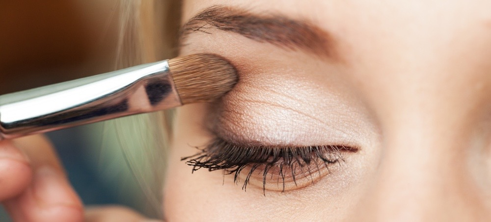 The Eye Makeup Trick That Will Put Plastic Surgeons Out of Business