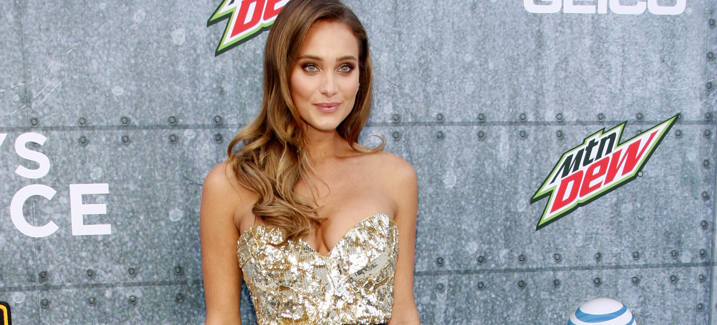 Sports Illustrated Cover Model Hannah Davis Shares Her Totally Realistic Routine