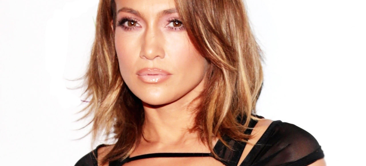How To Recreate JLo's Visible Lip Liner Look