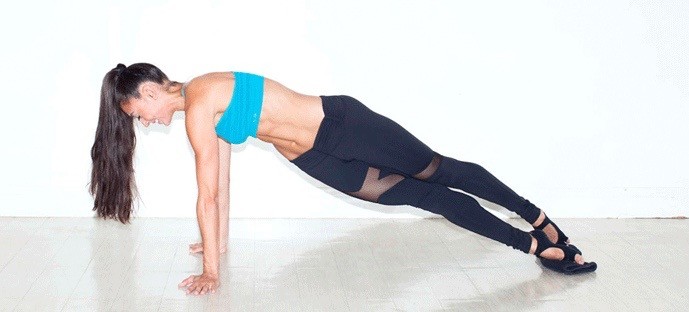 You'll Be Obsessed With These Do-Anywhere Ab and Butt-Lifting Moves