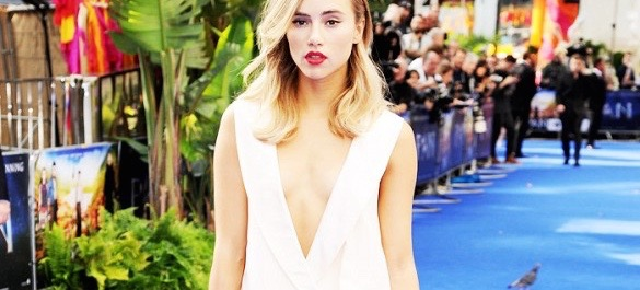 Suki Waterhouse's Surprising Styling Trick