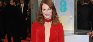 Whoa! Julianne Moore Reveals Her Frizzy, Unstyled Hair on TV