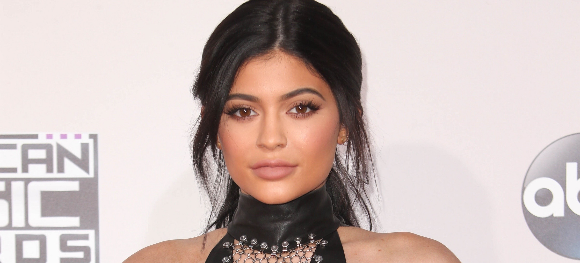 See Kylie Jenner's Daily Makeup Routine