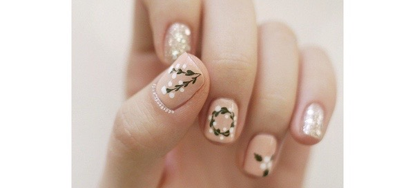 50 Holiday Nail Art Ideas That'll Put You In The Spirit