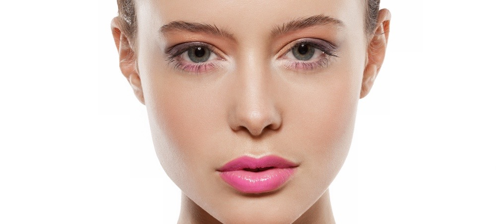 8 Quick-Fix Tricks For Deflating Puffy Eyes