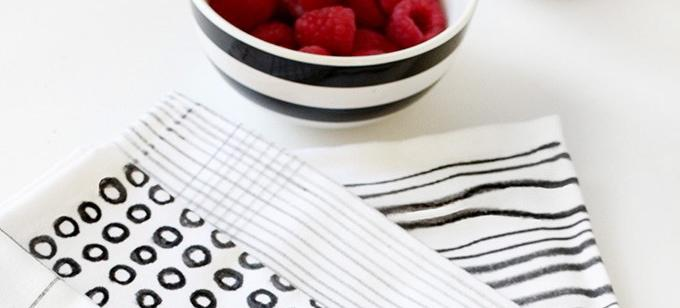 DIY These Graphic Printed Napkins In Minutes